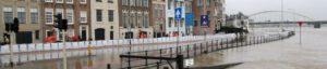 Overstroming overtollig water stad